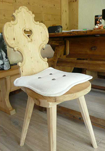 Tyrolean chair with carved edge