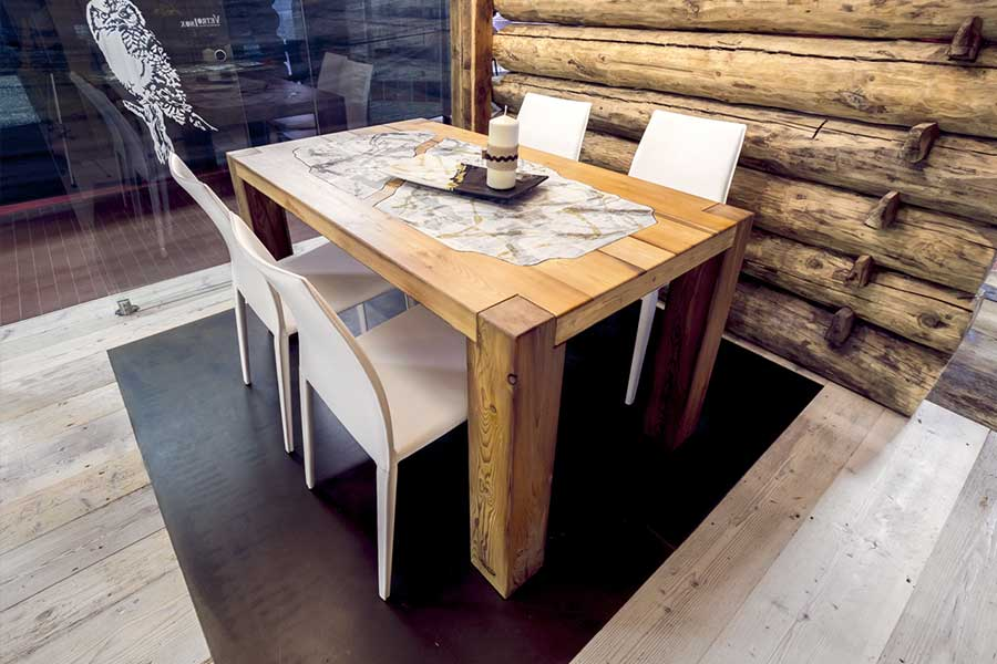 Table in larch with lavic stone
